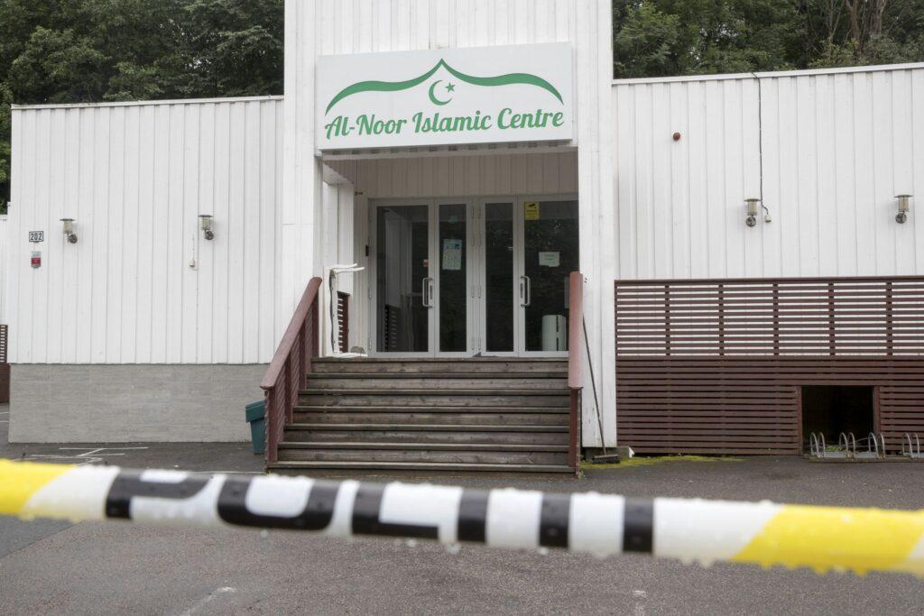 Politiet har tidligere uttrykt at de ønsker å gjennomføre en øvelse for scenarioet der et angrep på moské. Stabssjef Thor Langli i oslopolitiet sier til Vårt Land at det ikke er spesielt at de ønsker det, i og med at de har øvd på en rekke andre objekter tidligere. Her fra Al-Noor-moskeen i Bærum.